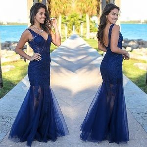 Navy Blue Lace & Tulle gown size Medium
